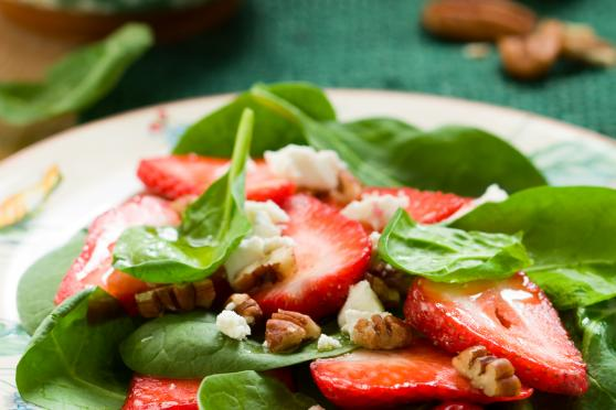 Spinach salad with strawberries
