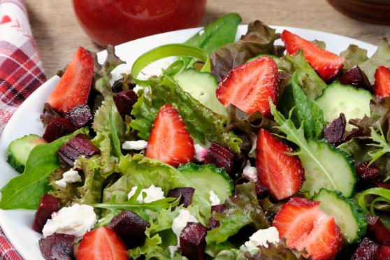 Salad of vinaigrette with strawberries